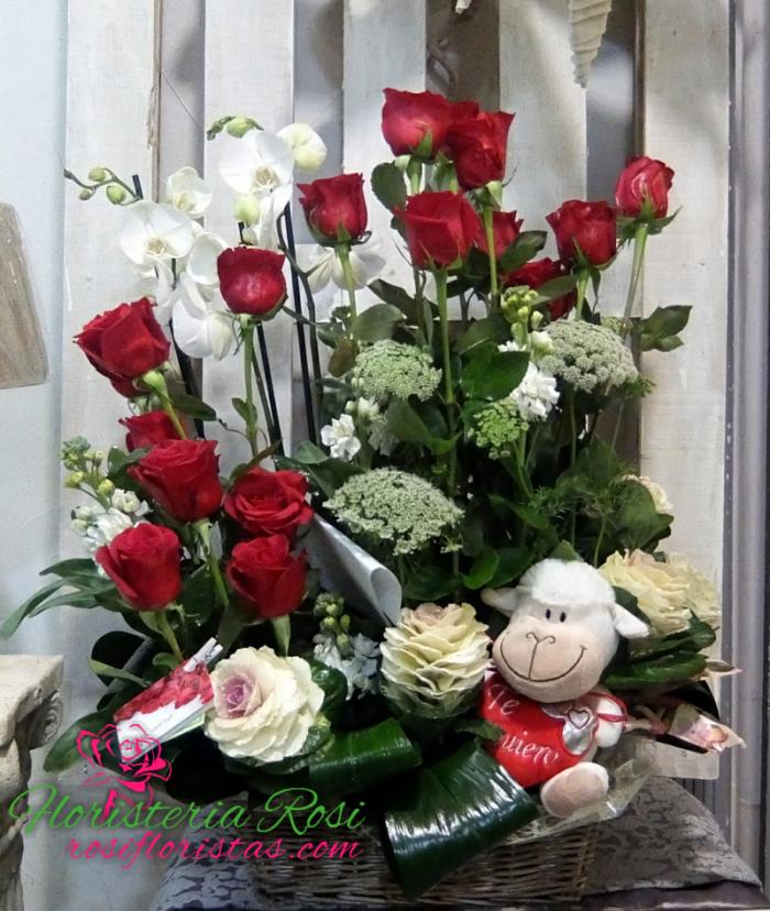 rosas para enamorados con muñeco