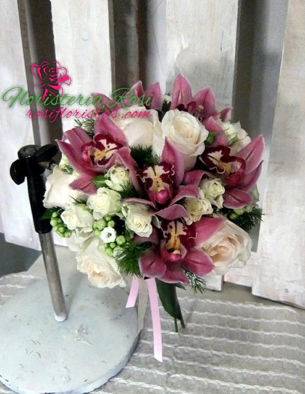 Bouquet de orquideas y rosas