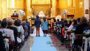 Pasillo de boda con moqueta azul